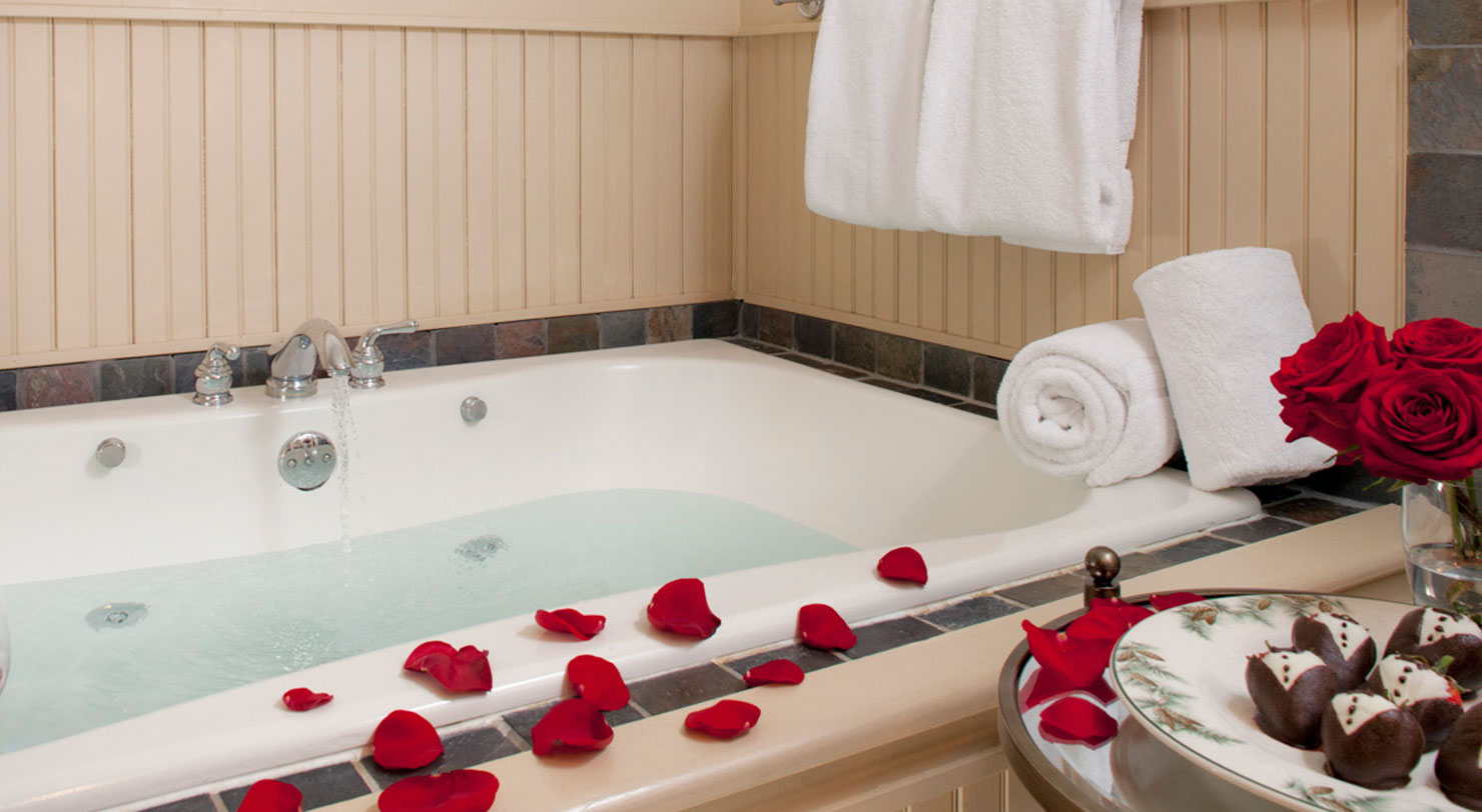 Romantic Getaway near Lake George - Bath with Roses