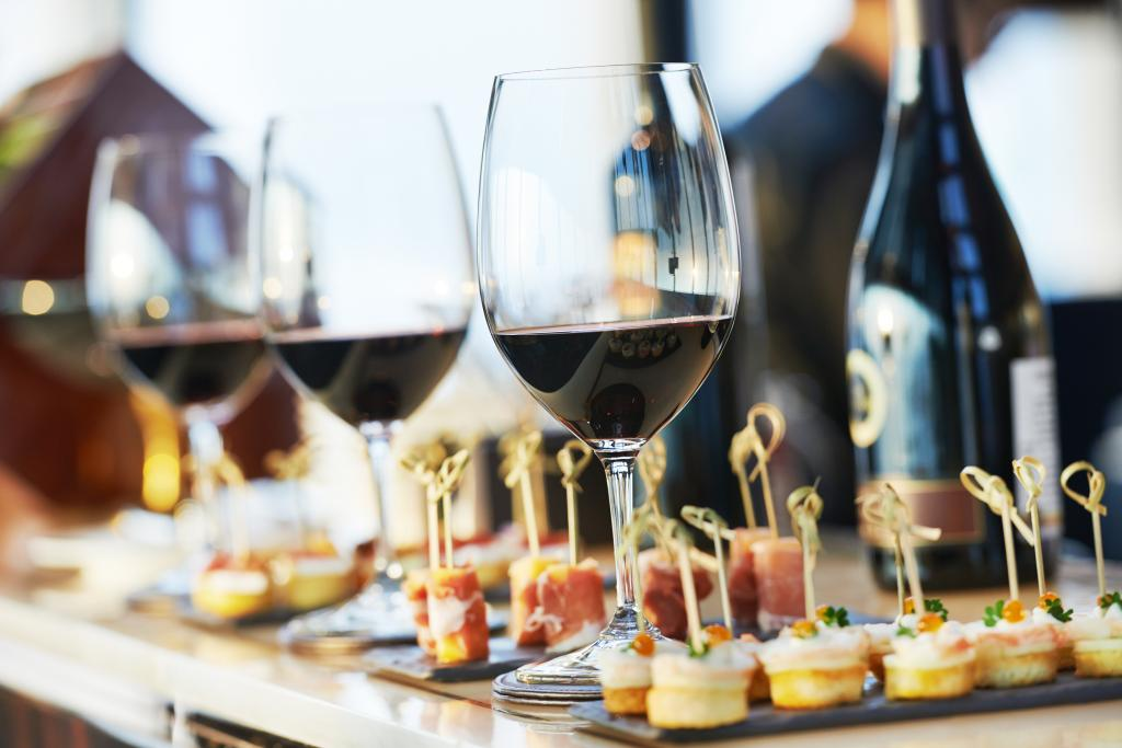 Wine Tasting Dinners :: Upstate New York - Adirondack Hotel, Friends Lake Inn